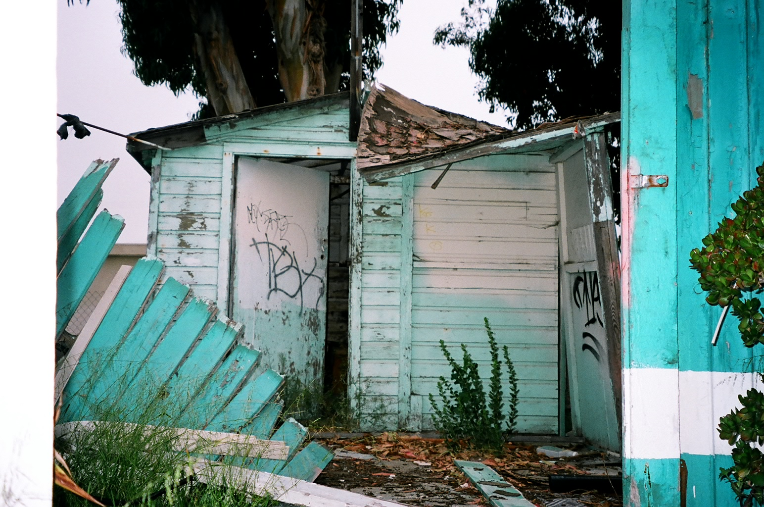 Blue  Shed, Wagon Wheel Motel (now Gone, NW Of LA))
